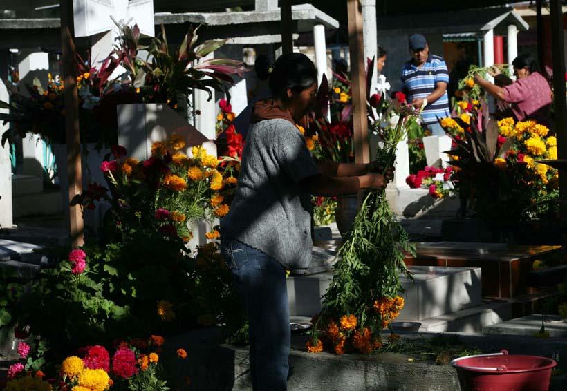 Agentes montan operativo vial en panteones  de Oaxaca   El Imparcial de Oaxaca