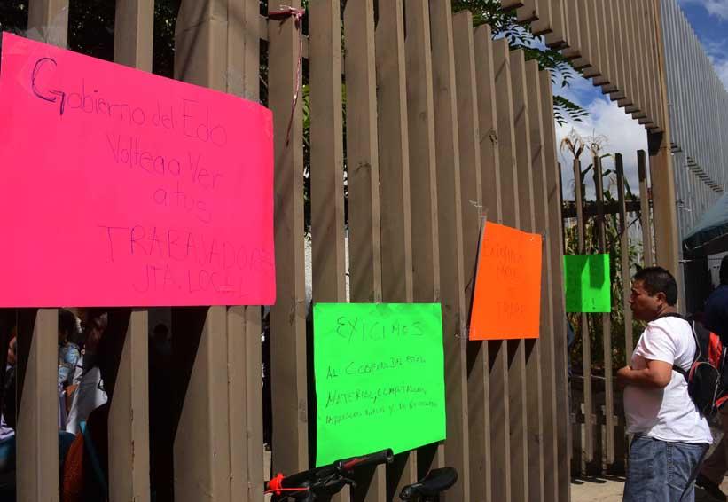 Burócratas paran y bloquean la JLCyA en Oaxaca | El Imparcial de Oaxaca