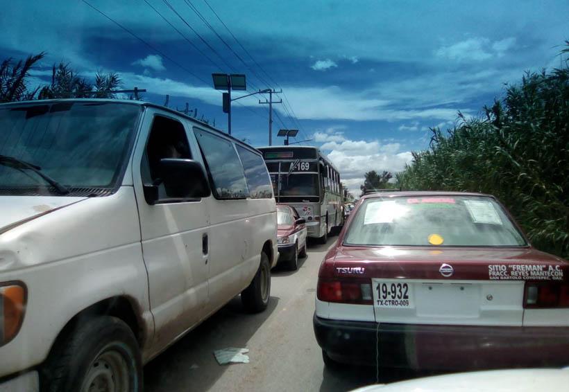 Taxistas de Oaxaca desquician la circulación vial