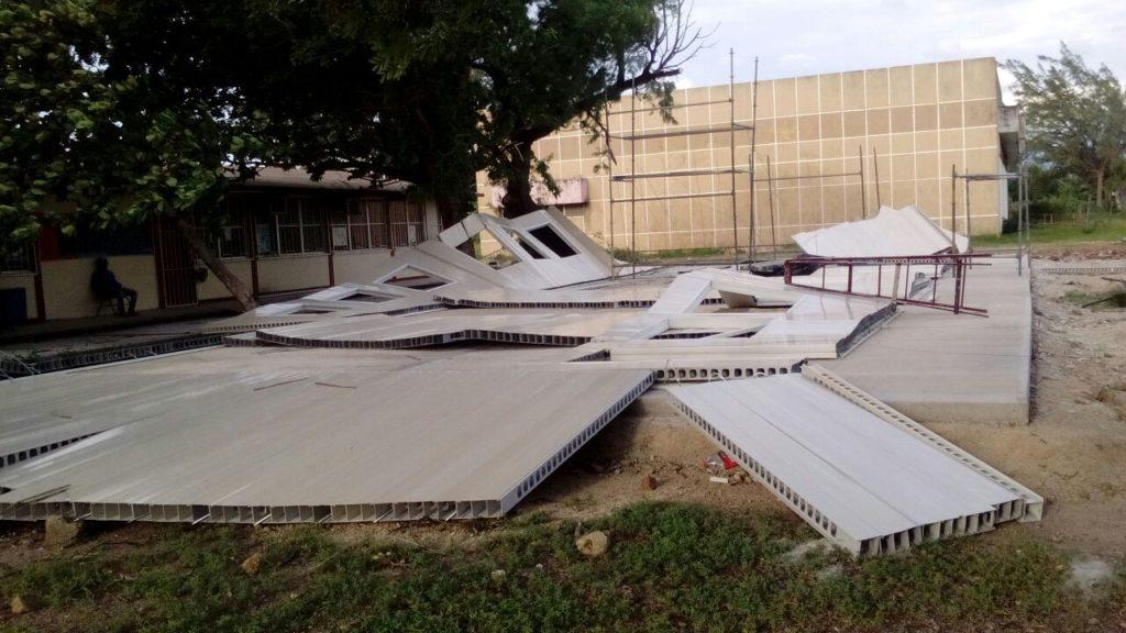 Fuertes vientos derrumban aulas provisionales en el Istmo de Tehuantepec