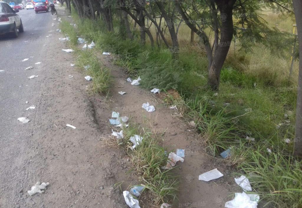 Tiran residuos peligrosos biológicos sobre vía pública en Ánimas Trujano | El Imparcial de Oaxaca