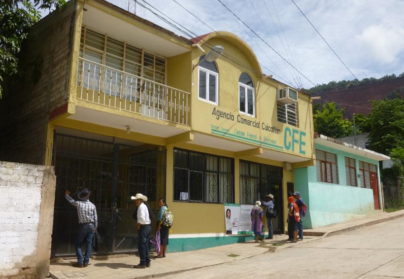 Pobladores de la Mixteca denuncian pésimo servicio en oficinas de la CFE | El Imparcial de Oaxaca