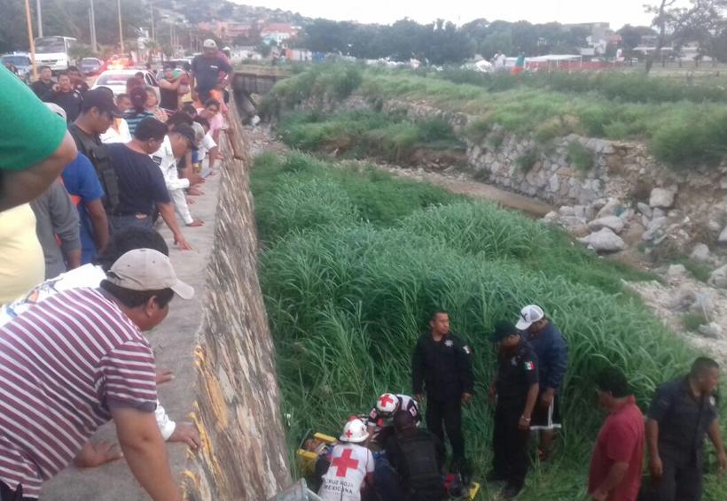 Motociclistas a exceso de velocidad en Salina Cruz caen y por poco no la cuentan | El Imparcial de Oaxaca