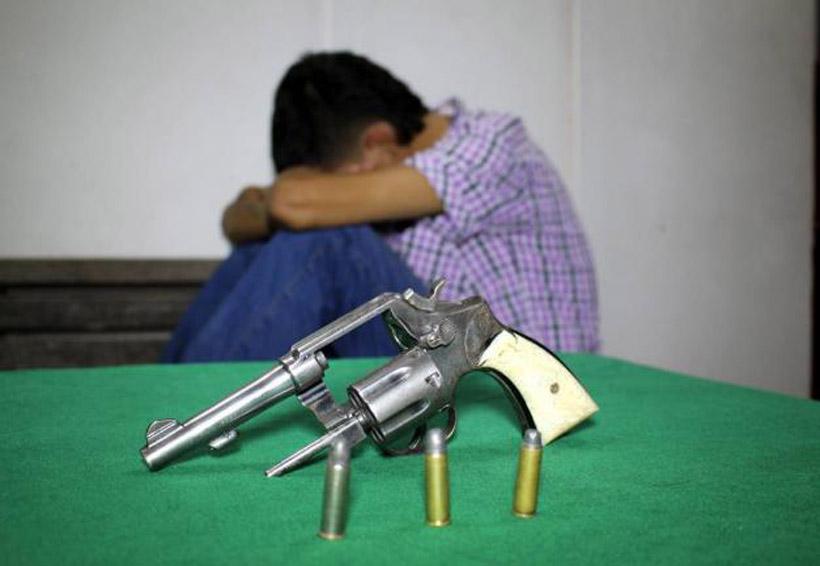 Cachan a menor de edad con arma en secundaria | El Imparcial de Oaxaca