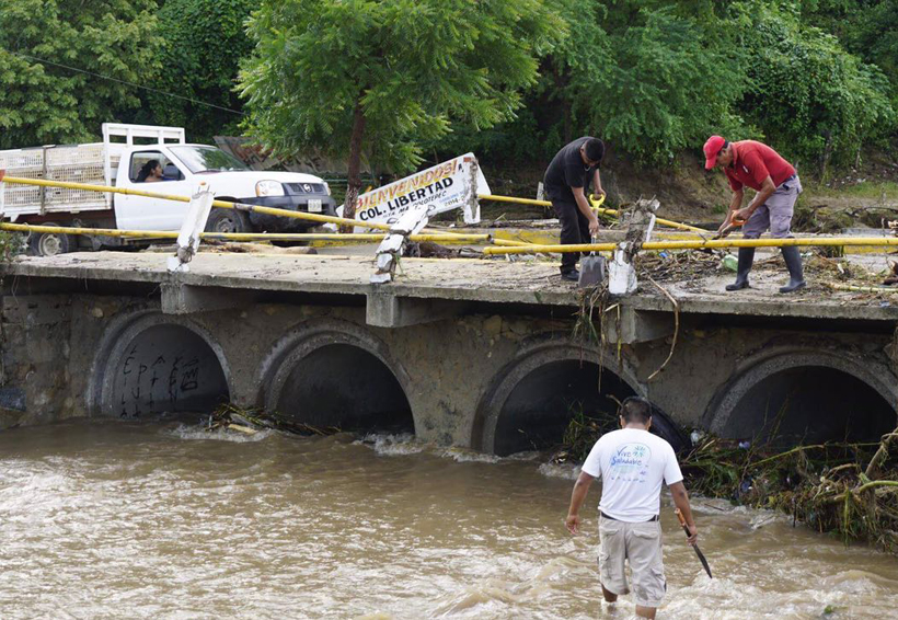 Video: Torrencial y atípica lluvia causa afectaciones en Puerto Escondido