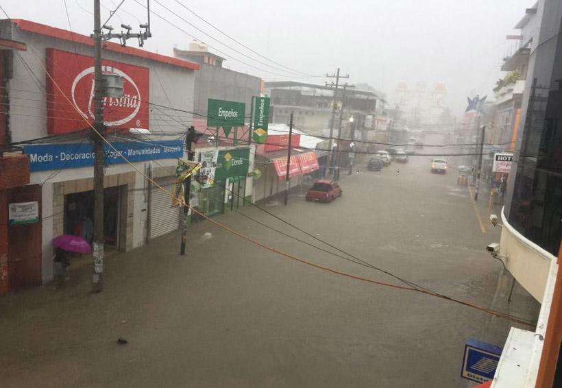 Caos en Pinotepa Nacional por inundaciones