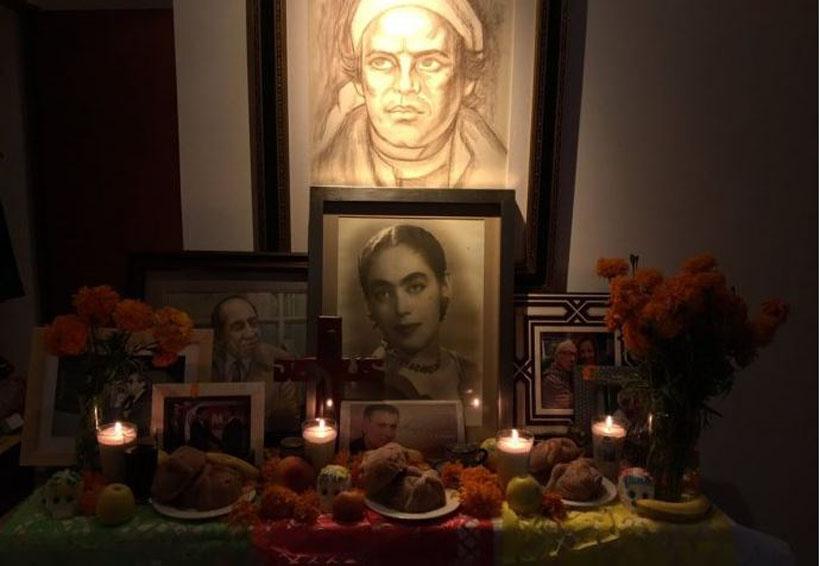 Calderón publica foto de su altar de muertos y le llueven críticas | El Imparcial de Oaxaca