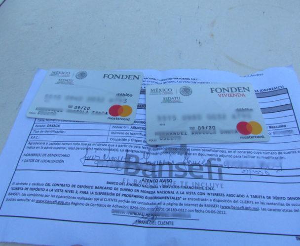 Entrega Gobierno Federal tarjetas sin fondos en Ixtaltepec, Oaxaca
