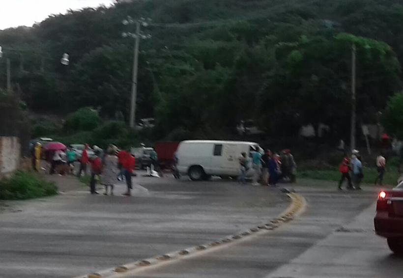Bloquean la Terminal de Pemex en Salina Cruz, piden indemnización