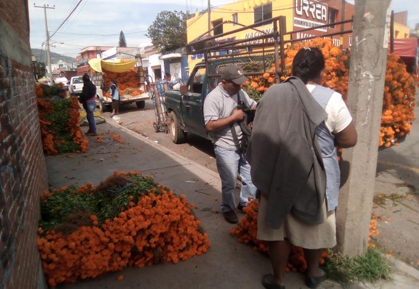 Se tiñe de colores amarillo y rojo la zona del mercado de abasto en Oaxaca | El Imparcial de Oaxaca