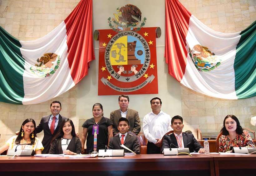 Clarissa representó a la  Costa de Oaxaca en Legislatura Juvenil