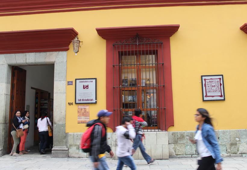 Cumple 18 años la librería Grañén Porrúa