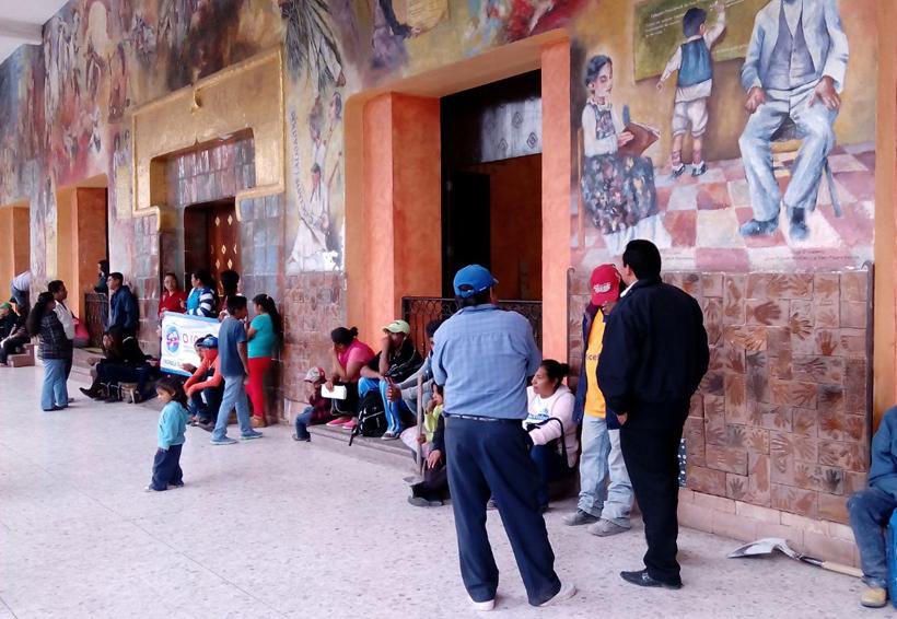 Artesanas de la Mixteca de Oaxaca piden espacios para vender sus creaciones