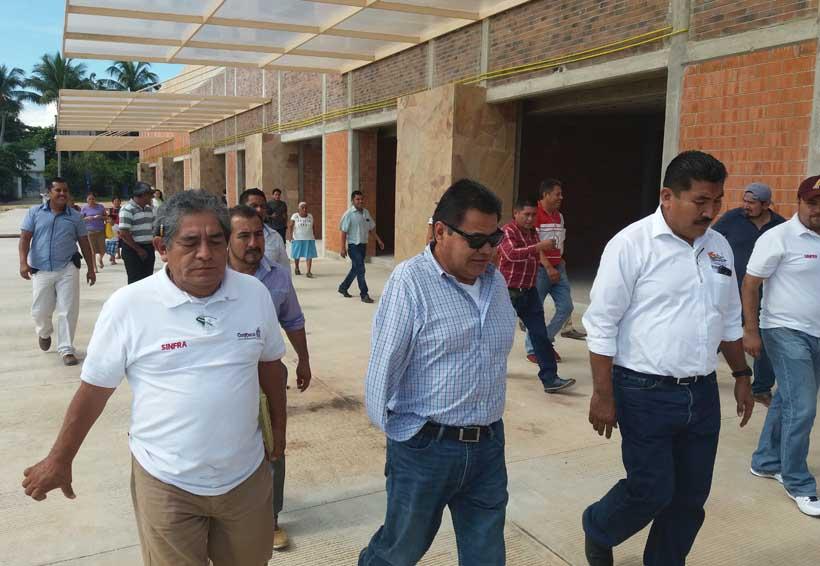 Autoriza recursos para concluir mercado en Santa María Colotepec, Oaxaca