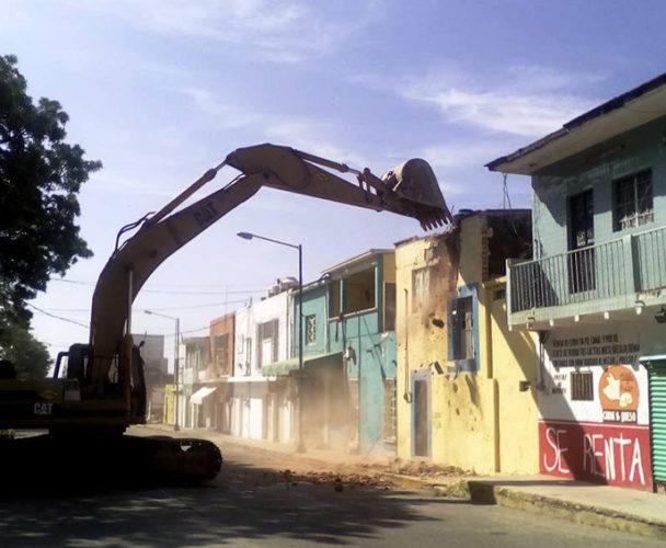 Demuelen casas dañadas en el Istmo de Oaxaca