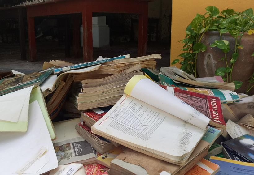 En Juchitán se pierde acervo literario de la Biblioteca Gabriel López Chiñas