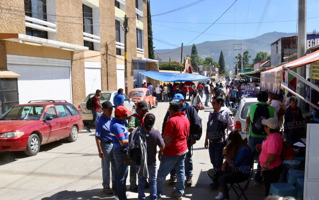 Toman maestros de la S-22 oficinas gubernamentales en Oaxaca | El Imparcial de Oaxaca