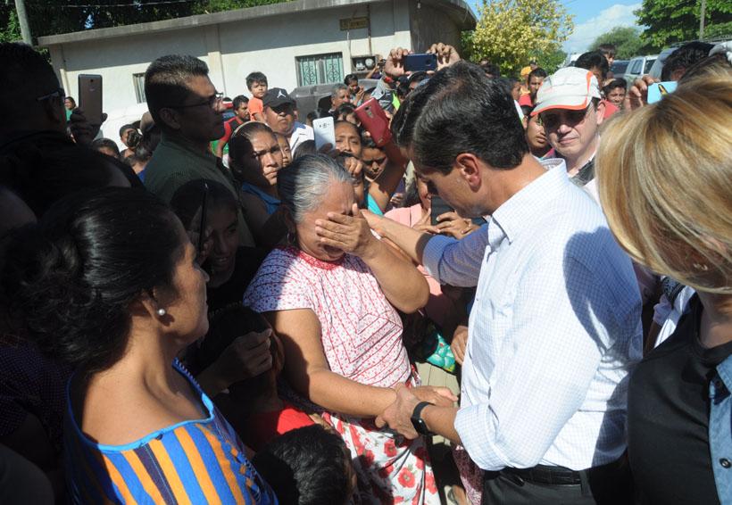 Clonan tarjeta que EPN dió a damnificada en Ixtaltepec, Oaxaca