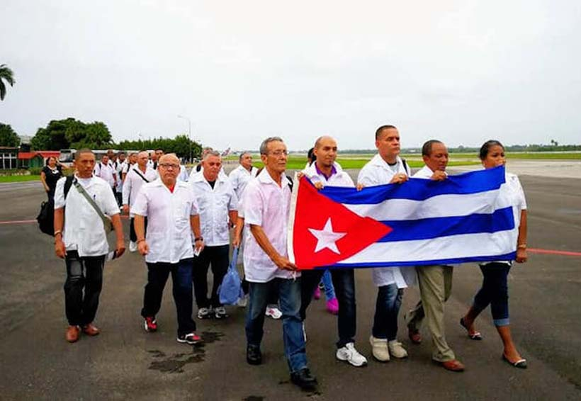 Se van médicos cubanos del Istmo de Oaxaca