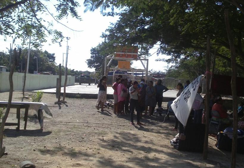 Desaloja alcaldesa de Juchitán tianguis de damnificados