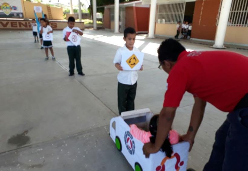 Niños de primaria reciben educación vial en Río Grande, Oaxaca