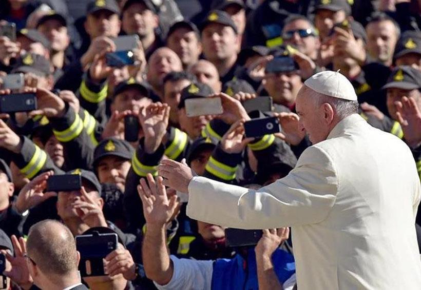 La misa no es un espectáculo: Francisco pide apagar el celular durante liturgia | El Imparcial de Oaxaca