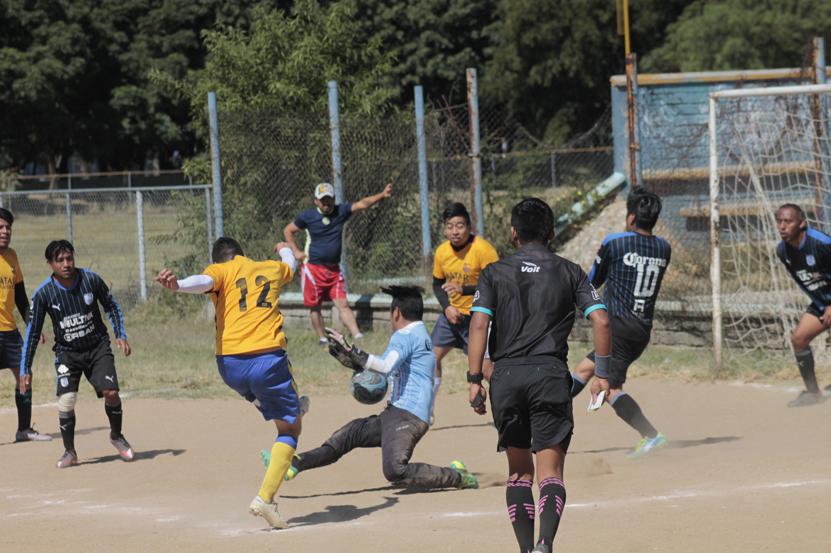 Electrizantes semifinales en el Balpibol Dominical | El Imparcial de Oaxaca