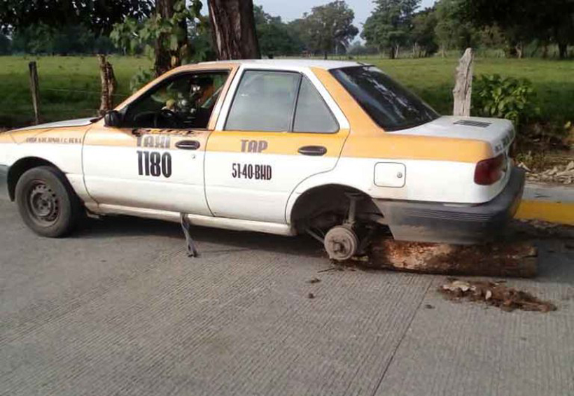 Desvalijan taxi, lo dejan como chatarra | El Imparcial de Oaxaca