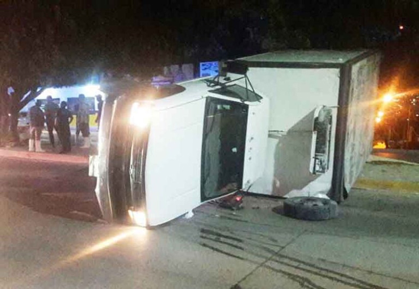 Vuelca camioneta | El Imparcial de Oaxaca