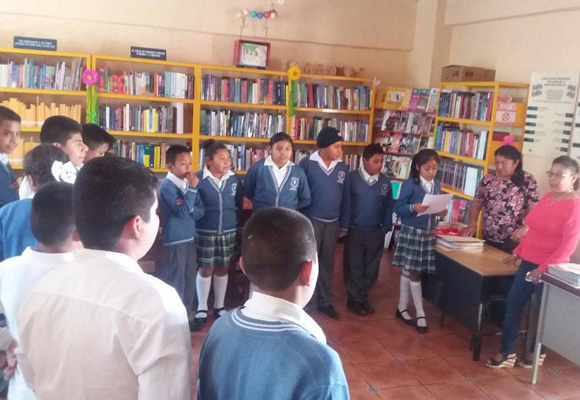 Señalan injusticia tras despido  de bibliotecario en Huajolotitlán | El Imparcial de Oaxaca