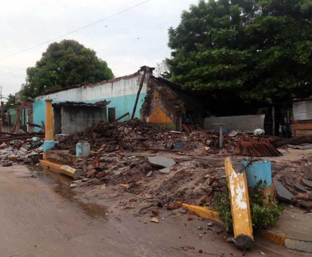 Persisten amenazas contra damnificados del 7-S en el Istmo de Tehuantepec