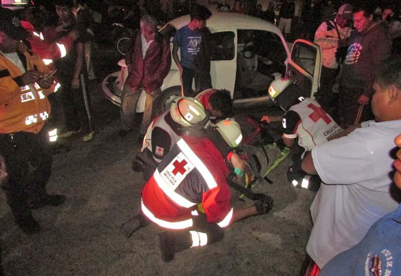 Impacta tráiler a 'vocho' en avenida Símbolos Patrios: 2 heridos | El Imparcial de Oaxaca