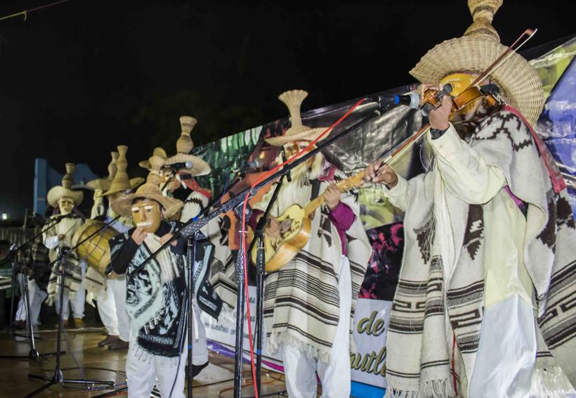 Discriminan a grupos  de Huehuentones | El Imparcial de Oaxaca
