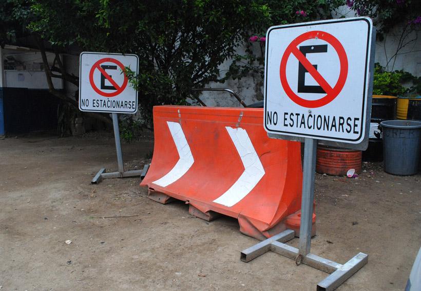 En Oaxaca, retiran de la vía pública objetos para apartar cajones | El Imparcial de Oaxaca