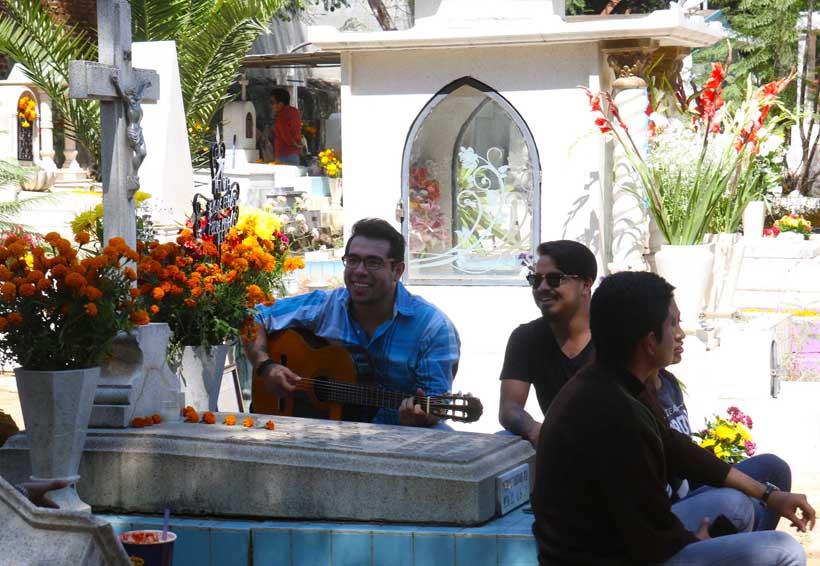 Con música y flores,  despiden a los fieles difuntos en Oaxaca | El Imparcial de Oaxaca