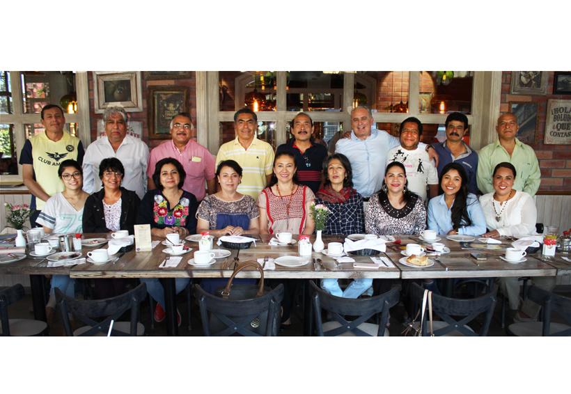 Grato reencuentro entre excompañeros | El Imparcial de Oaxaca