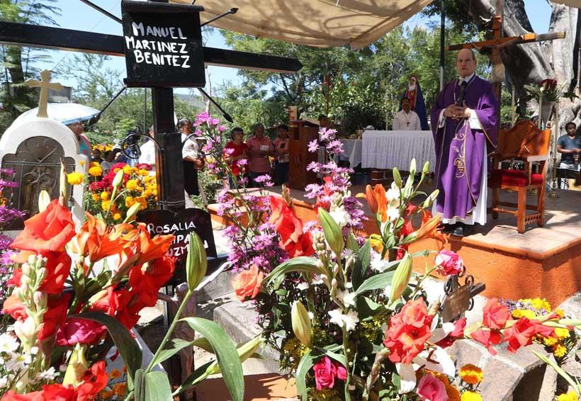 Se llena de sentimientos  el panteón de San Felipe en Oaxaca | El Imparcial de Oaxaca