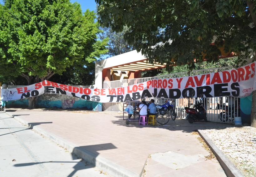 Con bloqueo logra STEUABJO atención de Segego | El Imparcial de Oaxaca