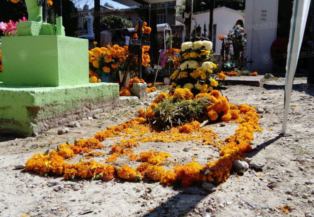 Se viste de flores el panteón de Hujajuapan | El Imparcial de Oaxaca