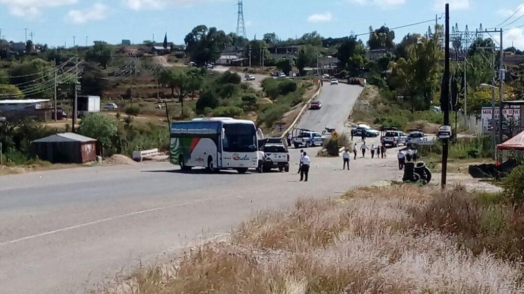 Enfrentamiento entre normalistas y policías en Coixtlahuaca | El Imparcial de Oaxaca