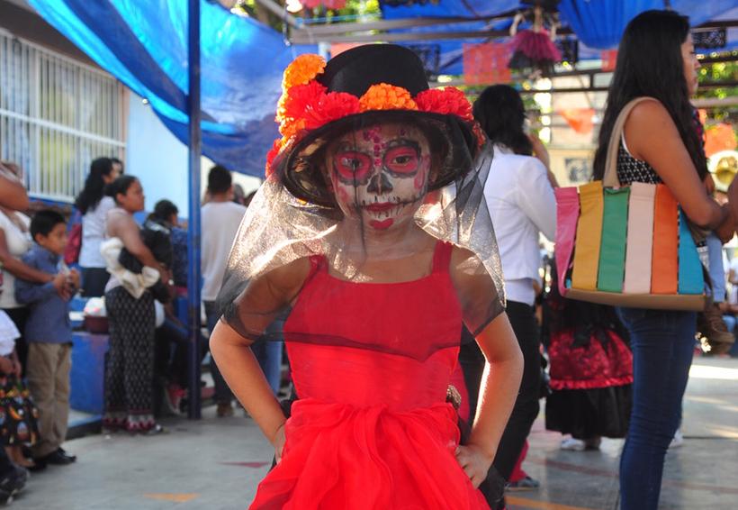 Pequeñines preservar las tradiciones del Día de Muerto