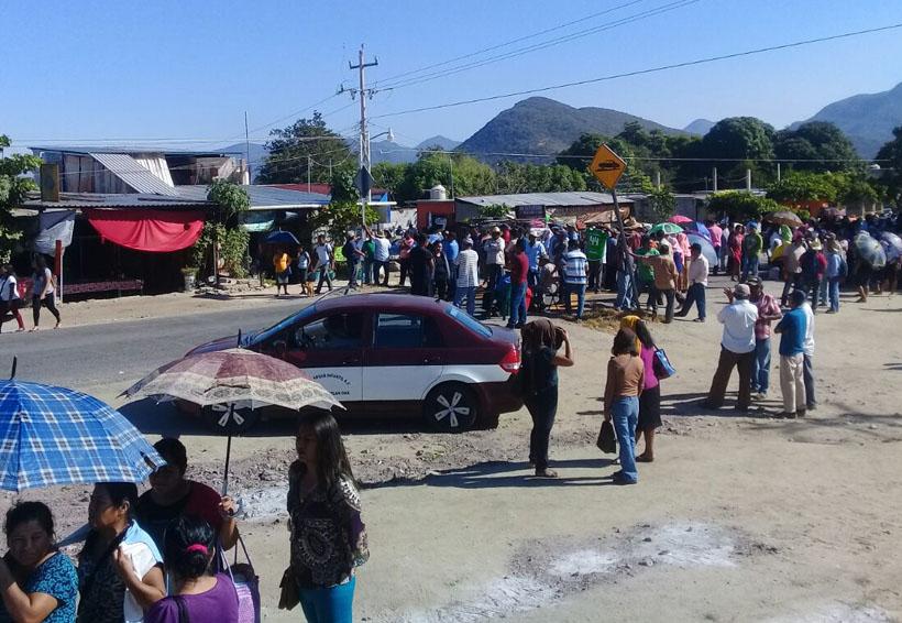 Damnificados por sismo del 7-S bloquean carretera en Jalapa | El Imparcial de Oaxaca