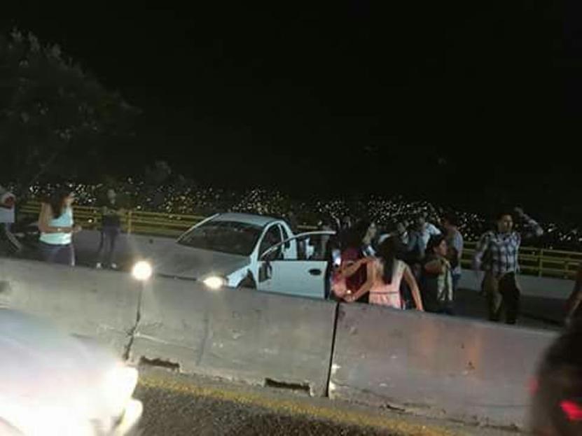 Vuelca camioneta en el Fortín, en Oaxaca | El Imparcial de Oaxaca