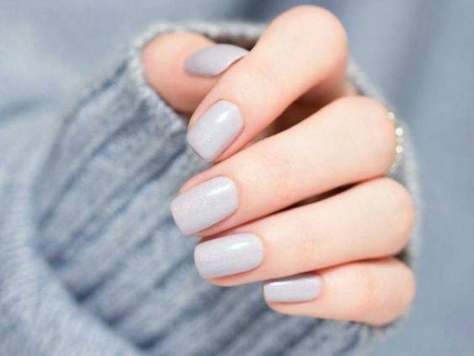 Prueba uñas en colores neutrales para verte elegante siempre  