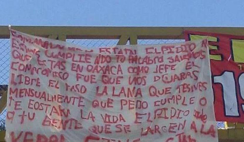 Aparecen en la ciudad de Oaxaca, mantas contra mandos policiales | El Imparcial de Oaxaca