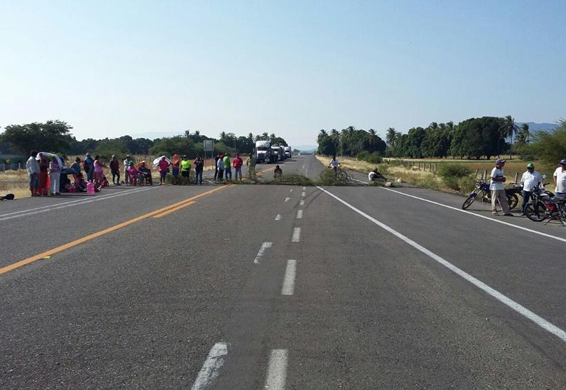 Bloquean carretera en Santa María Mixtequilla, Oaxaca | El Imparcial de Oaxaca