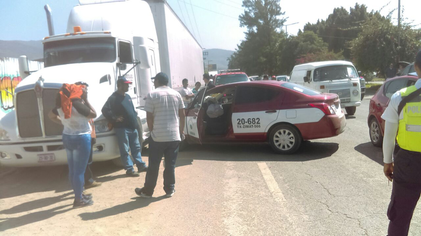 Aparatoso choque en Símbolos Patrios | El Imparcial de Oaxaca