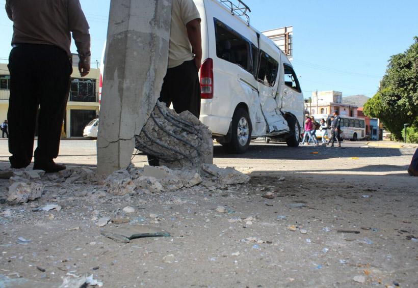 Urbano se impacta contra una urvan en Oaxaca | El Imparcial de Oaxaca