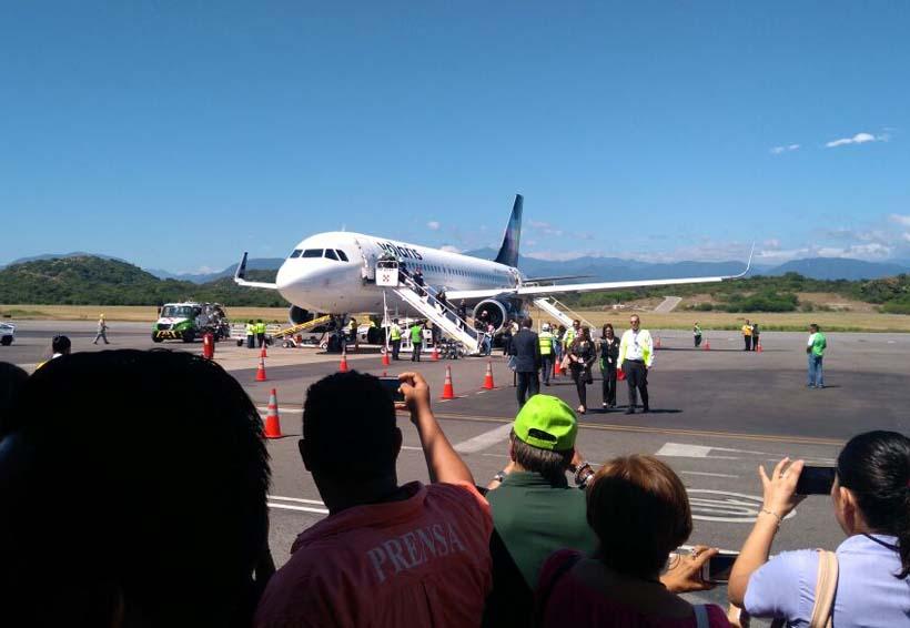 Llega a Huatulco nuevo vuelo de Monterrey | El Imparcial de Oaxaca