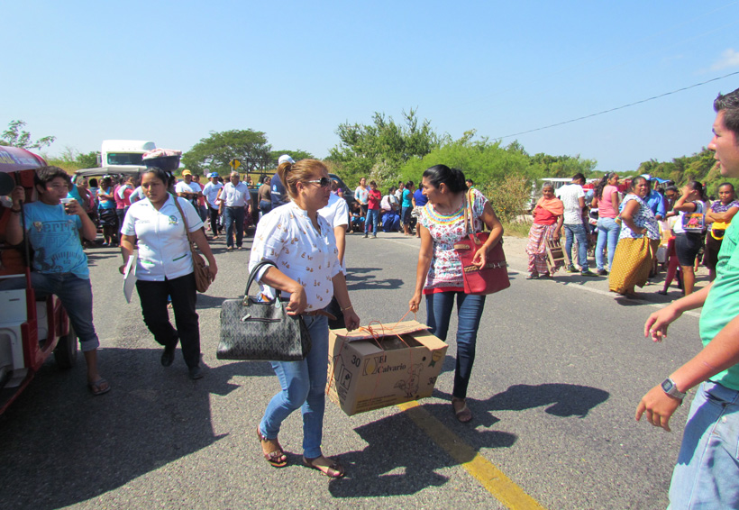 Bloquean carretera en  Juchitán, piden obras